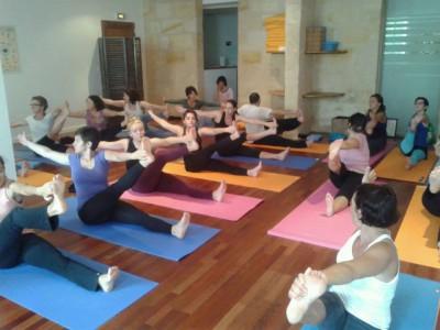 Cours hatha yoga au centre ysananda yoga à bordeaux